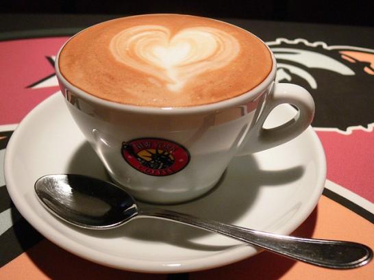 美肌のためにはコーヒーは控える